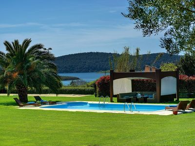 Photo for Impressive villa for 8 people with private pool, 4 bedrooms, Wi-Fi, air conditioning, volleyball court and a wine cellar