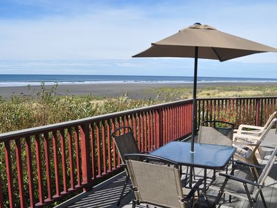 "Photo for OCEAN FRONT - ""right on the beach...a great place to stay"""