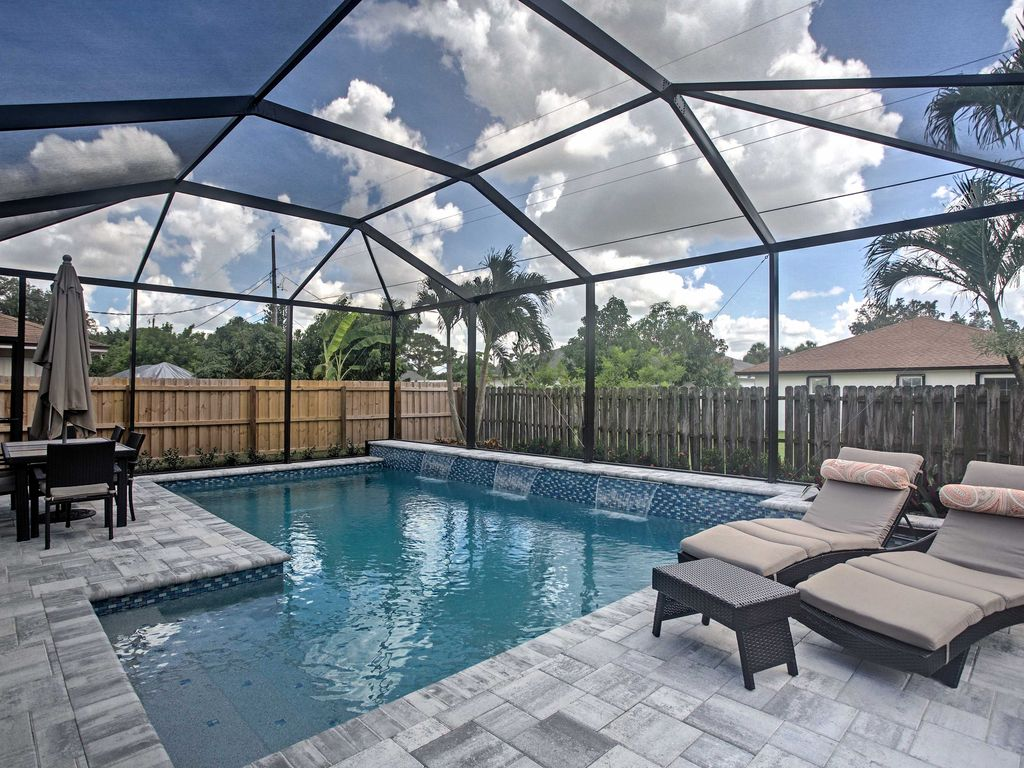 New 3br naples house with luxury pool area 4719957 for Luxury pool area