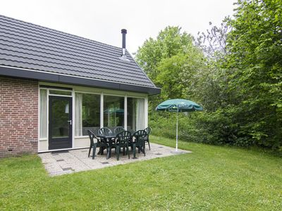 Photo for 8-person bungalow in the holiday park Landal Aelderholt - rural location