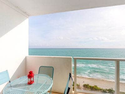 Photo for Oceanfront studio w/ spectacular view, pool, gym, tennis!