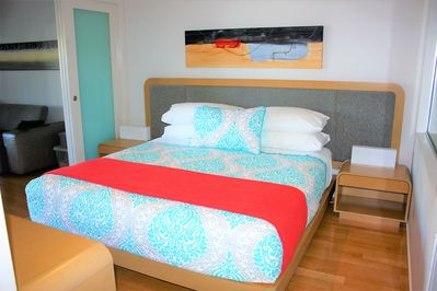 Main Bedroom: King Size Bed