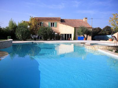 Photo for 4BR Villa Vacation Rental in PERTHUIS, Provence
