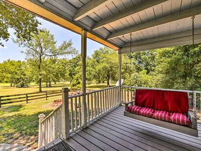 Photo for Cozy Brenham Cottage w/ Hot Tub, Patio & Grill!