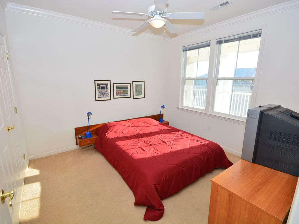 Luxury 3 bedroom condo in small community free wifi for A bedroom community