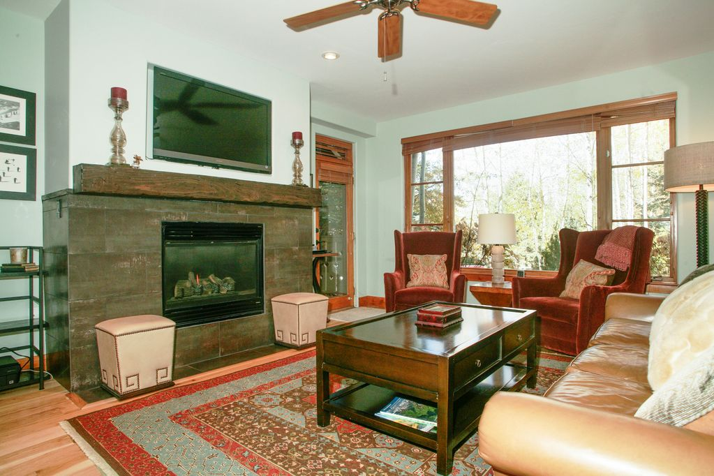 Beautifully Remodeled Arrowhead Condo With 2 Master Bedroom Suites