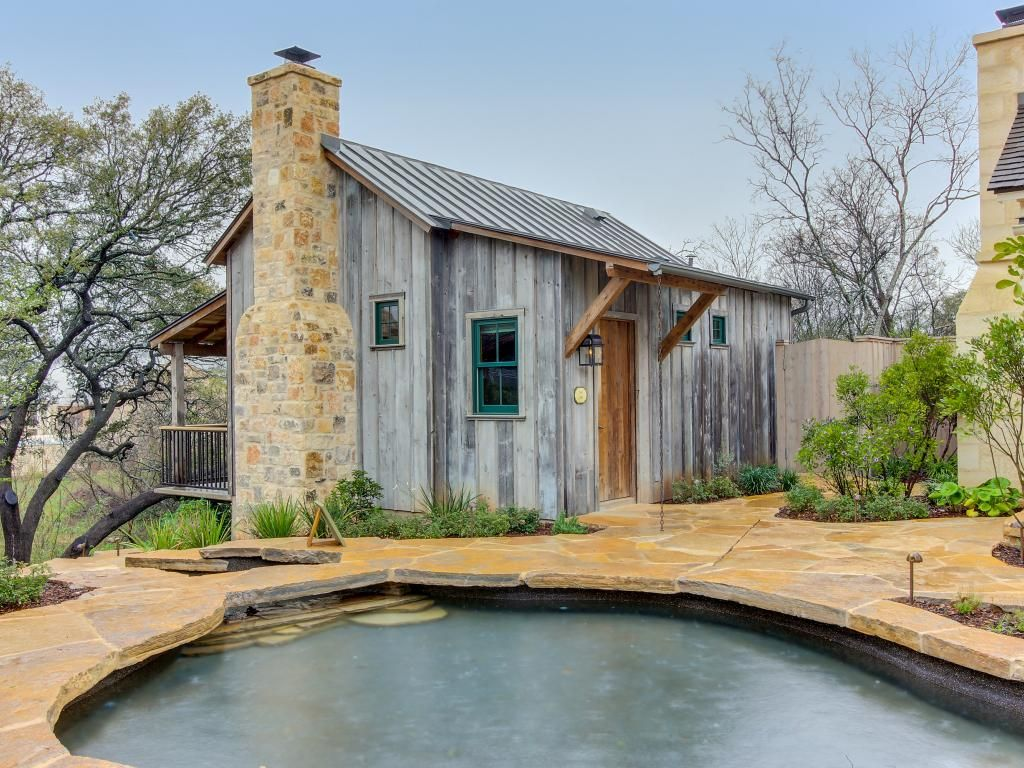 Beautiful cabin w reclaimed wood details private hot tub for Cabin rentals fredericksburg tx
