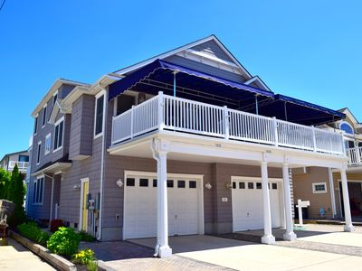 Photo for 4 DECKS!  Beautiful, Tom Welsh beach block townhouse with southern exposure.