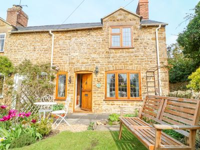 Photo for Horseshoe Cottage, HOOK NORTON