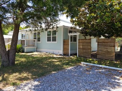 Photo for Florida cottage. 1 bedroom,1 bath, full kitchen sleeps 2
