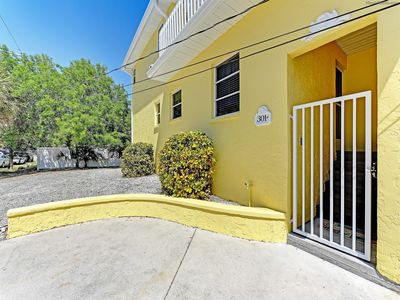 Photo for In The Heart Of Siesta Key Village! 2Bed 2Bath w/Large Deck