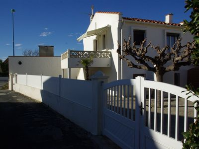Photo for Villa 4 faces - beach 25m - terrace, courtyard and closed private parking - 6 people