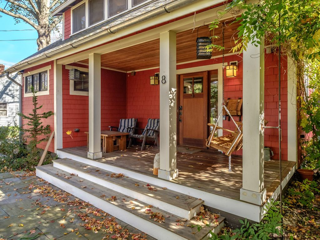 Sweet Bungalow - Close To Downtown Portland... - HomeAway South Portland