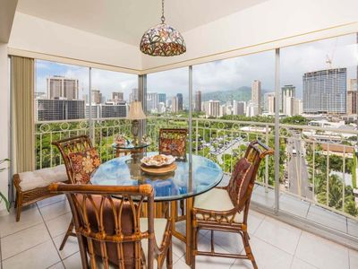 Space, Upgrades+Ocean View! Free WiFi, Kitchen, Washer/Dryer–Waikiki Shore #1418