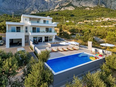 Photo for Modern Holiday house with heated pool (10x4) with sea view, four bedrooms