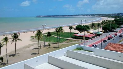 Photo for Beautiful Well Equipped Flat - 70 meters from the Beach w / Sea View - Tambaú