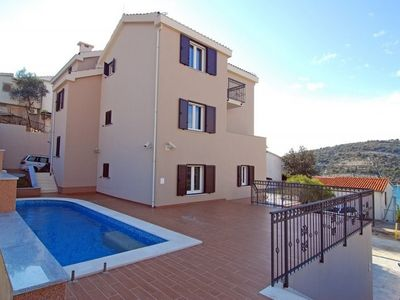 Photo for 1BR Apartment Vacation Rental in Sevid, Dalmatien