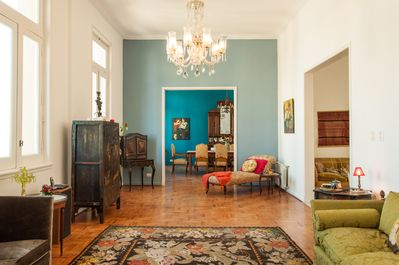Freshly repainted, bright, spacious, historic flat in the heart of San Telmo.
