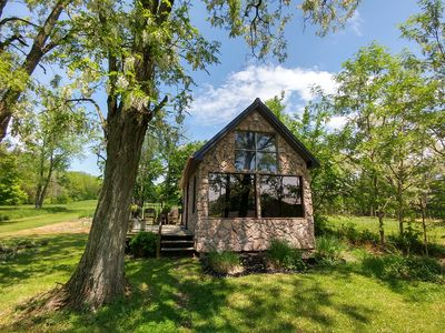 Winery Romantic Cabin, close to Hocking Hills, includes a Wine Tasting for 2.