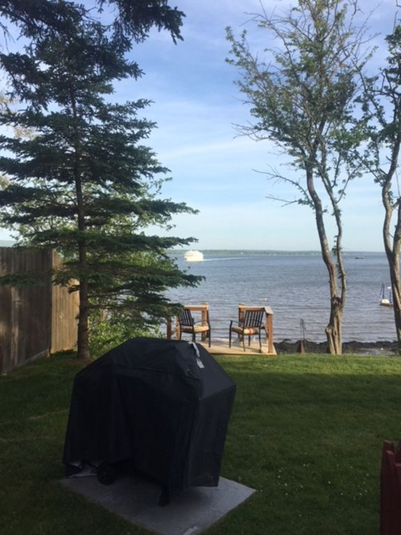 WATERFRONT COTTAGE just steps away from the Penobscot Bay