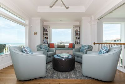 Conversation area for sipping coffee or wine and gazing out at the ocean!