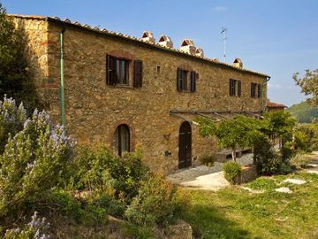 A stone farmhouse from 1850 with heated pool for the lovers of peace and beauty