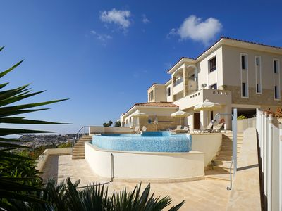 Photo for 5* LUXURY APARTMENT WITH FAB SEA VIEWS