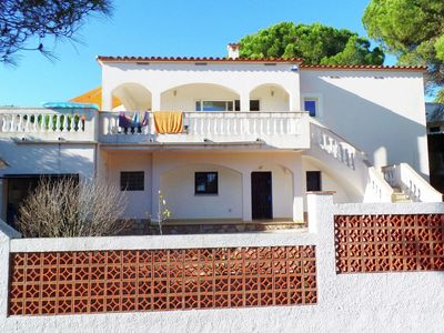Photo for Modern villa in a residential area for 10 persons with private pool in L'Escala