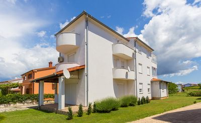 Photo for Large apartment with air conditioning, WiFi, parking, terrace, barbecue area and your pet is also welcome