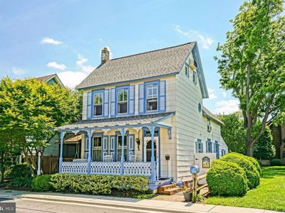 Photo for CHARMING 'Blue Lady' ; Historic District; BEACH 3 Min; SLEEPS 10 in Beds,Supplys