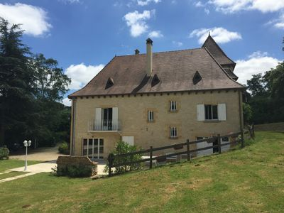 Photo for Spacious house, garden, pool. Walk to Sarlat's centre, restaurants, shops.