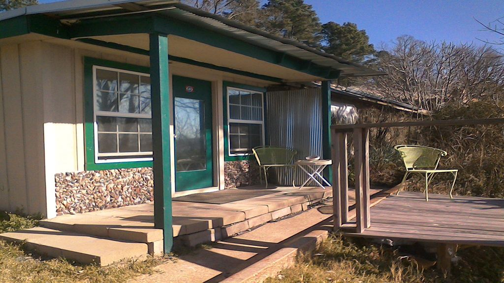 Lk millwood arkansas guesthouse sleeps homeaway saratoga for Millwood lake fishing report