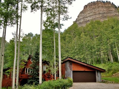 Beautiful Cabin in the Woods, 3 Miles to Ski, Private Hot Tub, Pet Friendly