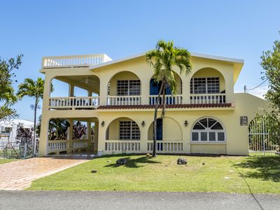 Photo for Come with 8 or rent both for a total of 14 people in Surfer's paradise