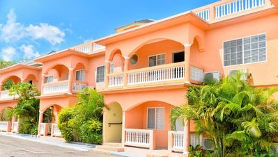 SeaView Apartments, Negril- Fully Serviced One Bedroom Apartment II