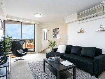 In the center of Parramatta with Internet, Pool, Air conditioning, Parking (738576)