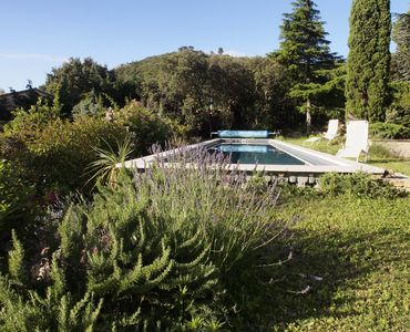 Photo for Villa comfortable quiet on the heights of Avignon nice pool and great views