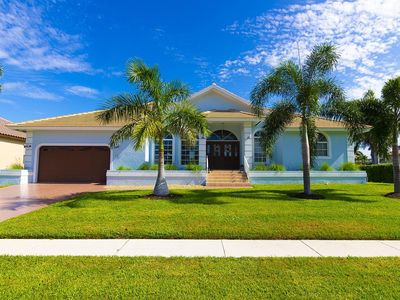 Photo for 10 min walk to Beach and Marco Island center, bikes, pool, waterfront, and more