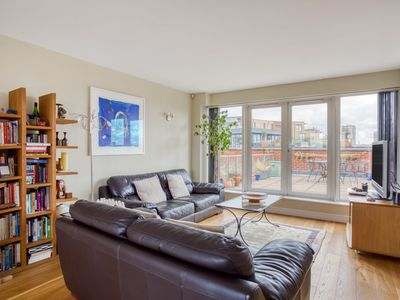Photo for 2Bed Apt w/ Stunning Rooftop Terrace in London Bridge