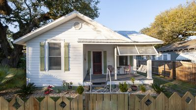 Photo for Cozy 2Bd/1Ba cottage with large fenced yard.  3 Blocks to sandy beach.