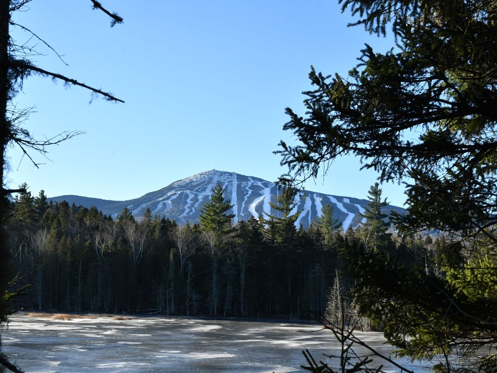 Private home just 5 Miles To Sugarloaf! Minutes from the Carrabassett River!