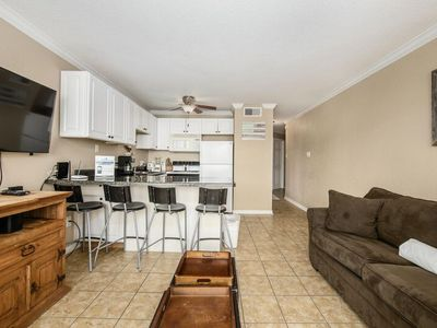 Updated Suite 2307 steps from the beach near Moody Gardens
