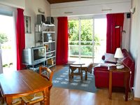 Frédérique is a wonderful host. The apartment is terrific. We will recommend it to friends.