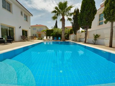 Private, overflow heated pool , close to the centre, close to the beach,
