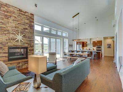 Photo for Beautiful contemporary house w/mountain views in tranquil location