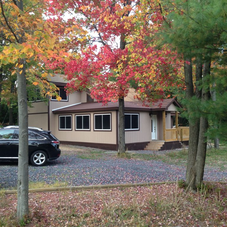Steps away from the lake 10 min drive to c homeaway for Long pond pa cabin rentals