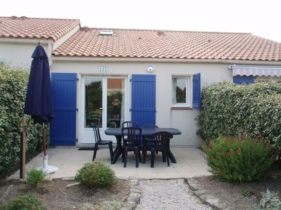 Photo for Small house, 300 m beach, sleeps 4, swimming pool in the residence