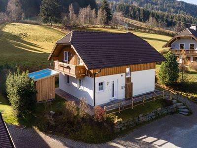 Photo for Luxurious chalet within walking distance of the ski piste, with private jacuzzi and sauna