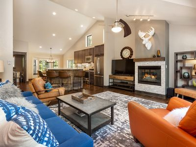 Photo for Mtn Modern End Unit: Walk to lift & town! PRIVATE Spa, Garage, Deck, 3 King Bds!
