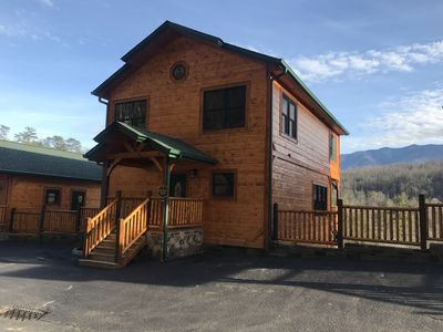 Beautiful New Cabin in The Heart of the Smokies